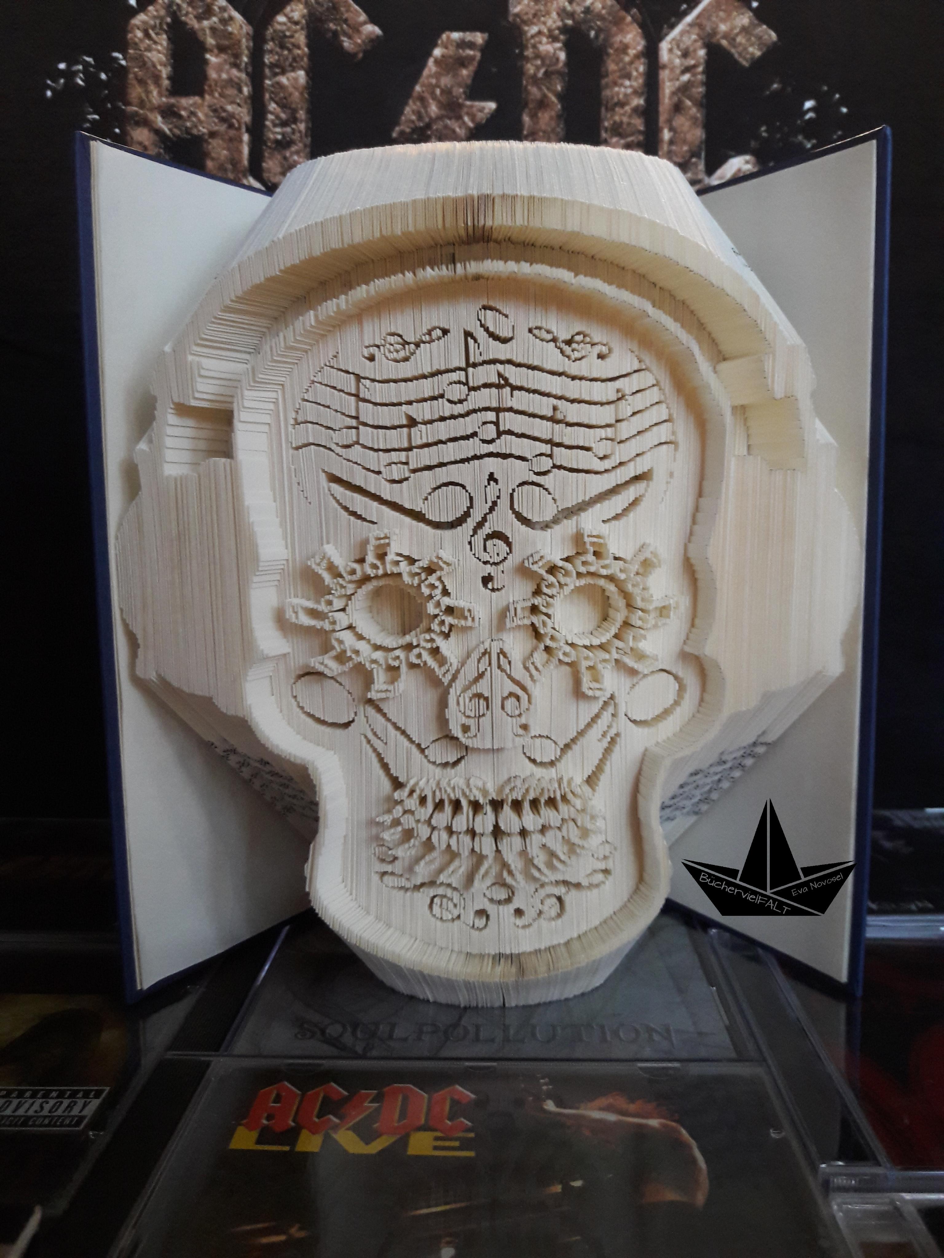 Totenkopf mit Musiknoten und Kopfhörern