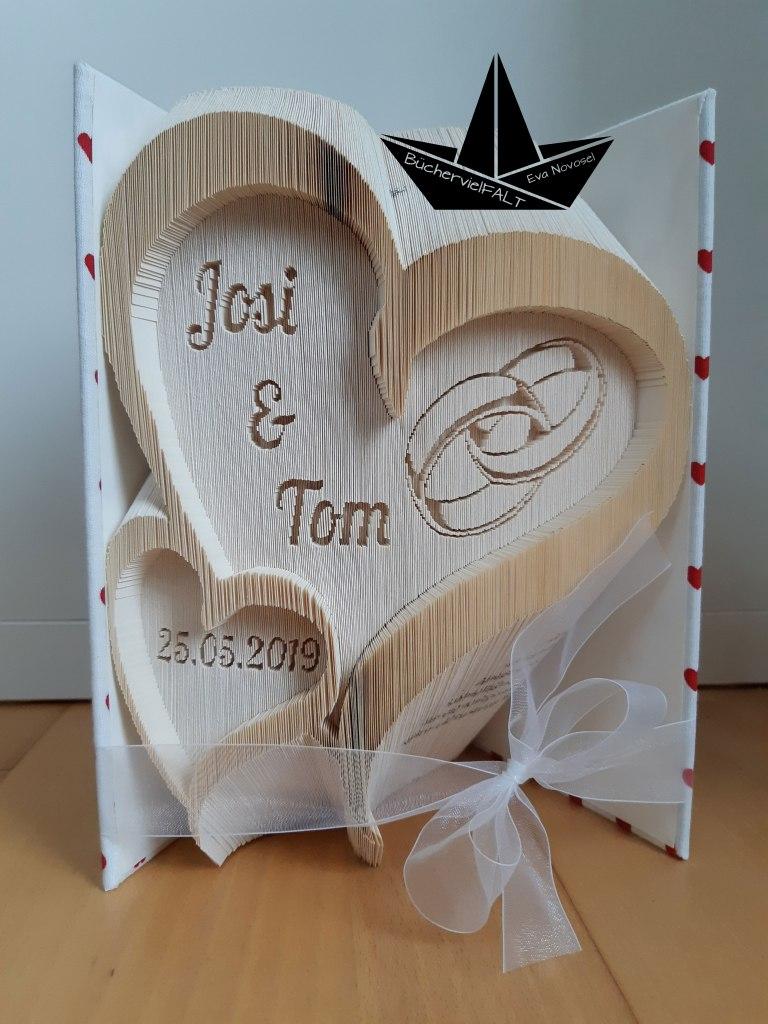 geschwungenes Hochzeitsherz mit Eheringen